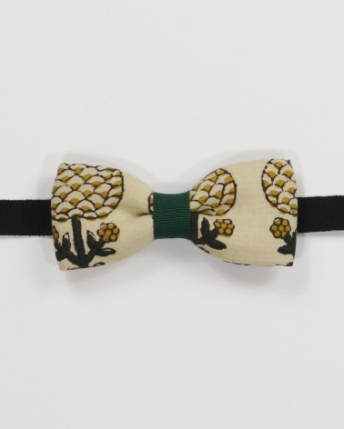 Covent Garden Bow Tie - Creamy white fabric with pine green men's pre tied with adjustable strap